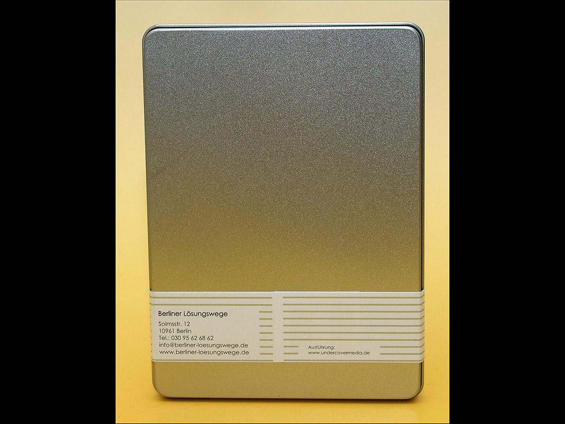 Metallbox mit Banderole