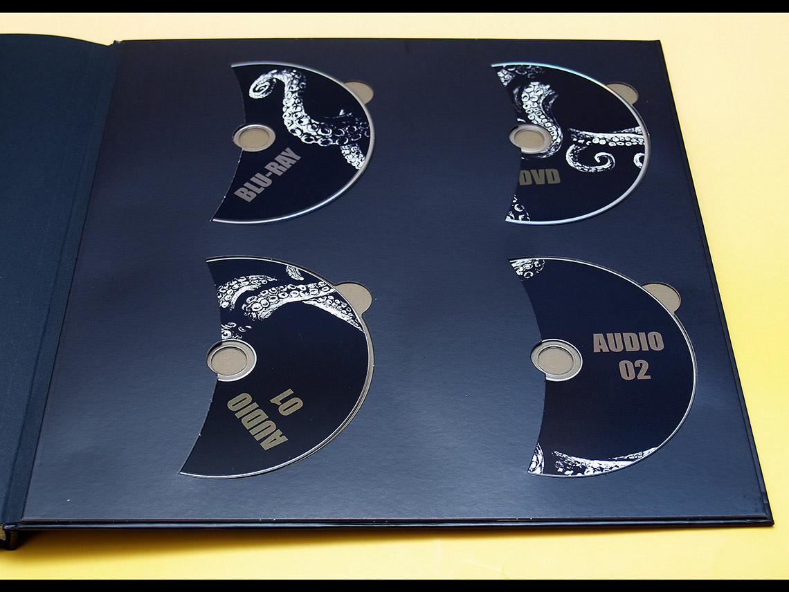 CD-Halterung in Buch